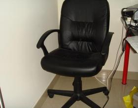 Desk, chair, speakers & foot spa - emapia.com